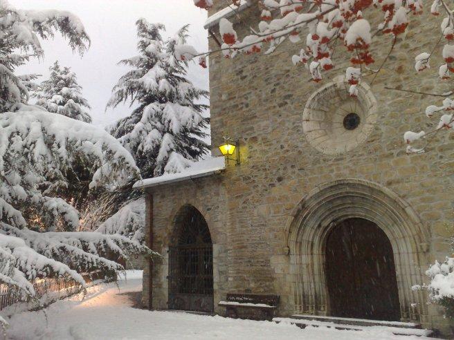 Illesia de Benás nevada
